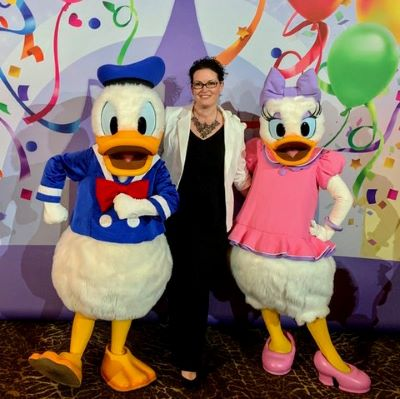 Saying 'cheese' with Donald and Daisy Duck