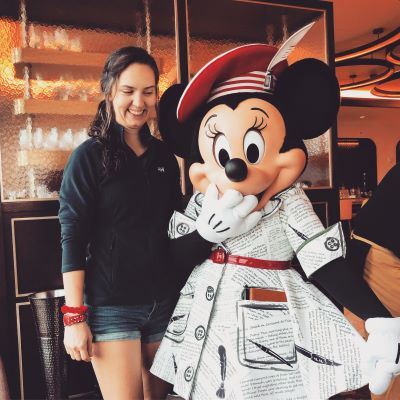 I love Minnie's outfit!
